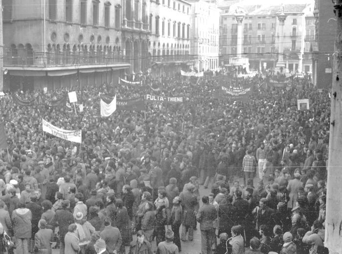 """Il giovedì dell'editore - """"CotoRossi. Una storia collettiva. Lo stadio, le chiese, la piazza, il tribunale"""", Oscar Mancini"""
