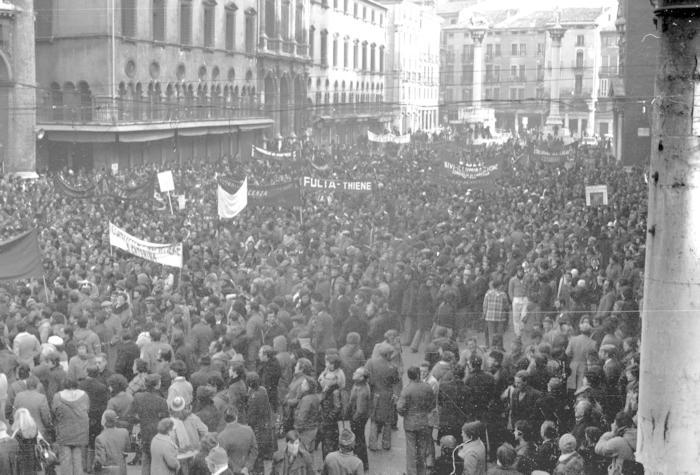 Cotorossi, storia collettiva di un'azienda che chiuse e di una città che protestò